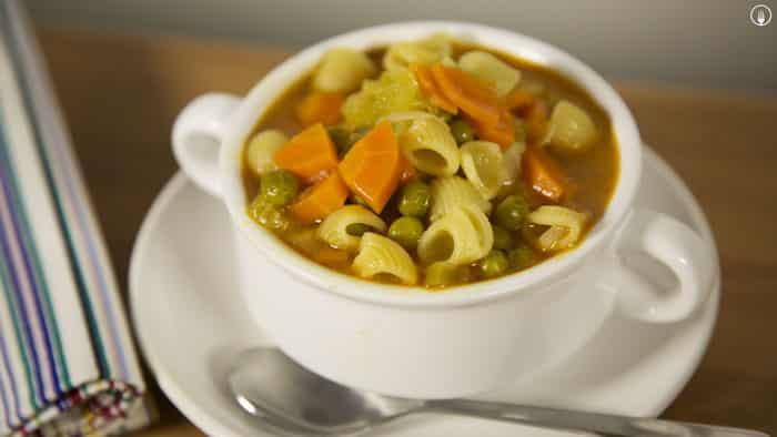 Sopa Minestrone de pasta. Receta fácil