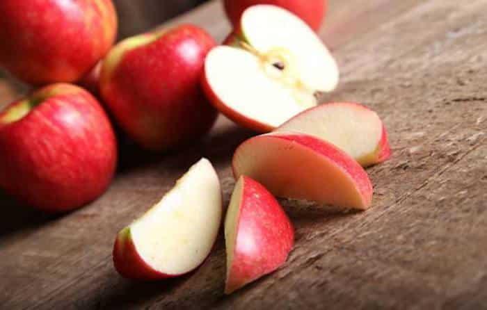 Ensalada de col y manzana - manzana