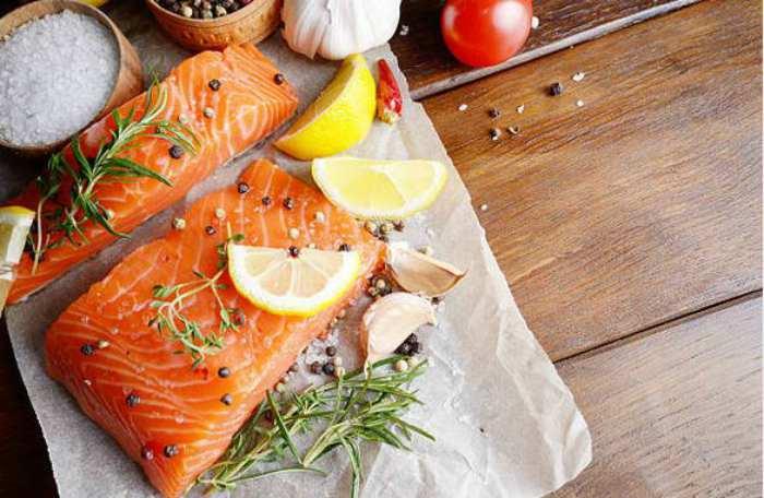 Receta de salm n al horno con pi a al estilo casero for Como se cocina el salmon