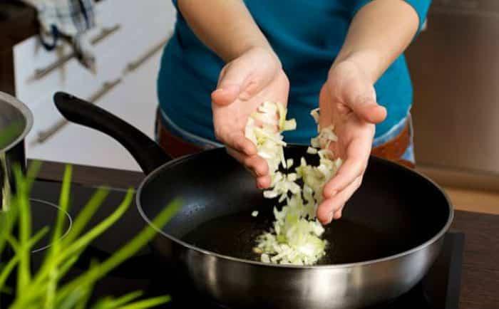 cebolla en sartén