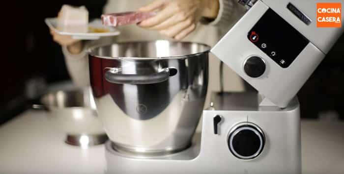 añadimos al vaso de la cooking chef los ingredientes