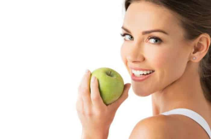 comer manzana