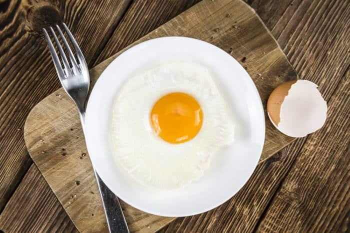 huevo frito en el microondas