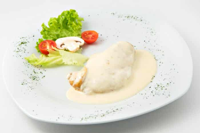 Pollo en salsa blanca