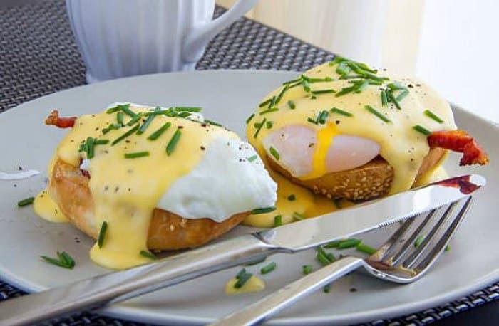 huevos Benedict - huevos escalfados