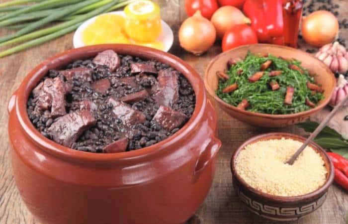 feijoada -comida y platos tipicos de Brasil