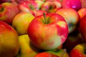 Manzanas asadas al microondas en diez minutos