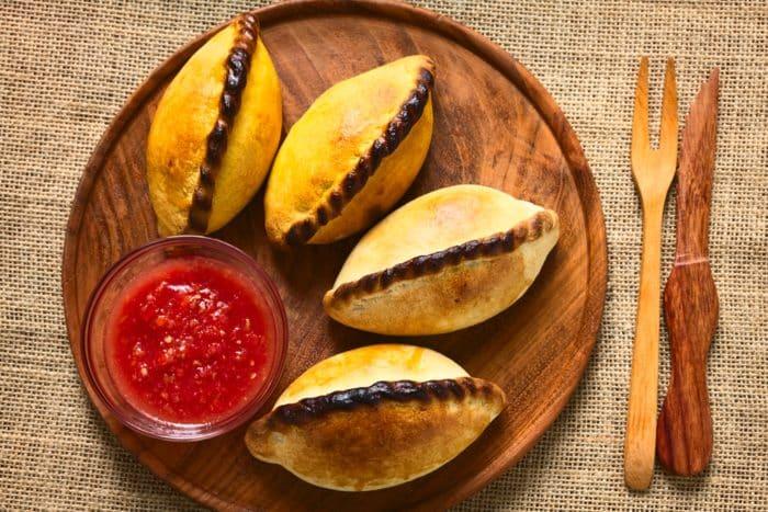 Las empanadas salteñas -comida platos tipicos de ecuador