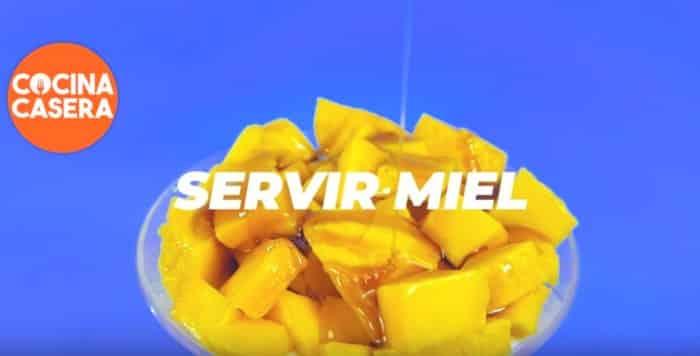 Servir postre de mango