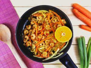 Espaguetis vegetales con gambas o camarones. Receta saludable
