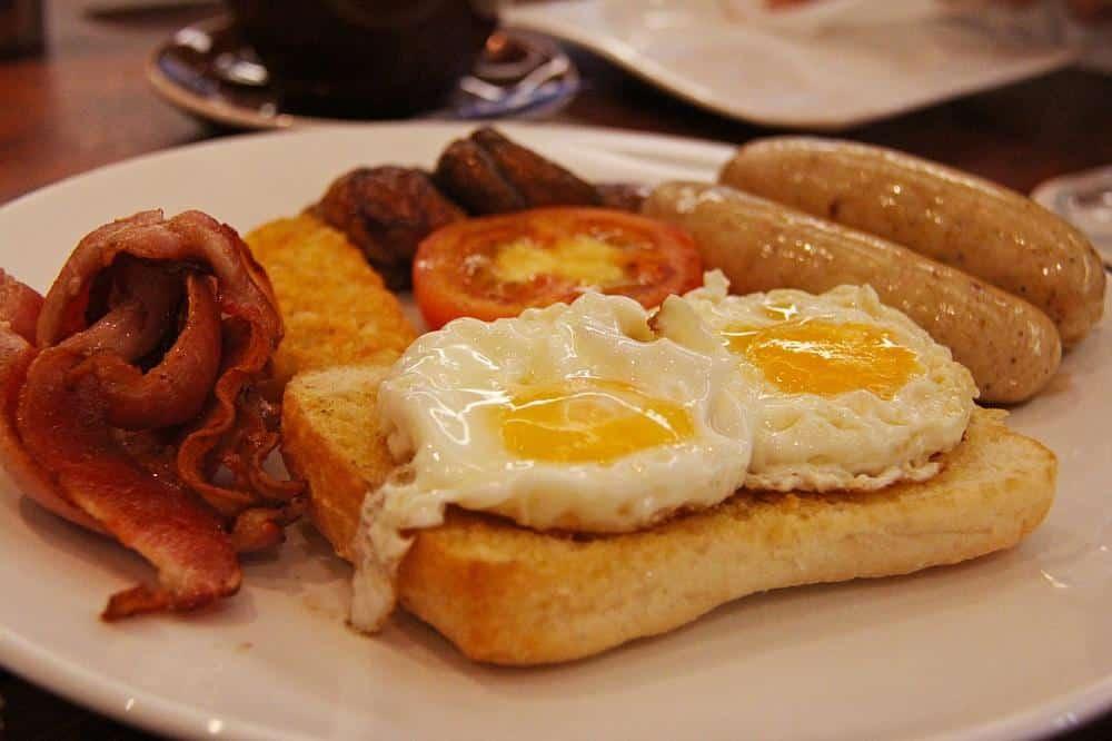 Huevos a lo bestia. Receta de Málaga