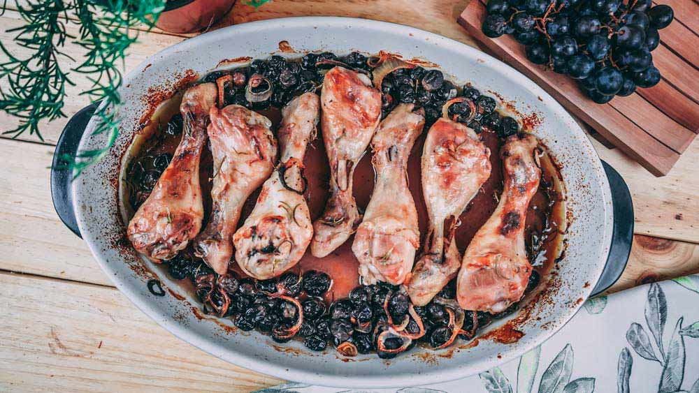 Pollo asado con uvas