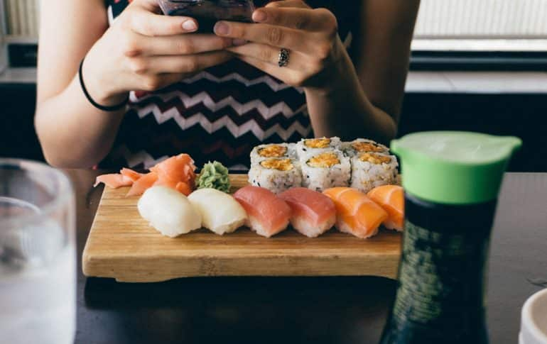 Los peligros de comer pescado crudo