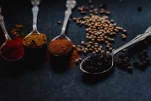 Los trucos para reducir la sal en tus comidas sin perder su sabor