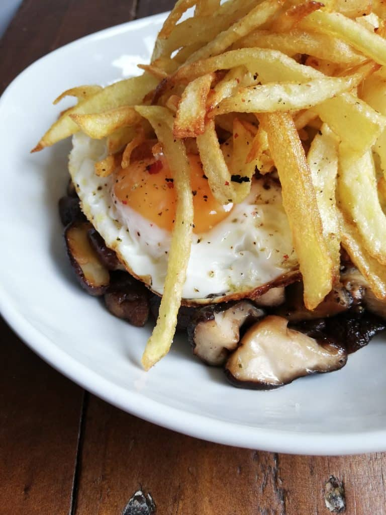 Setas shiitake con huevo y patata