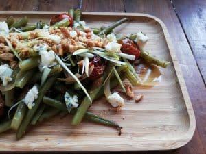 Judias verdes con queso azul y tomates cherry