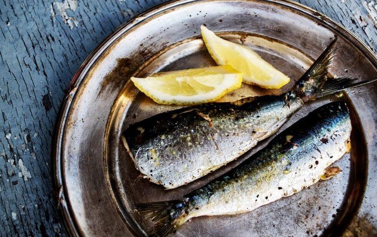 Seis alimentos para cuidar nuestras encías y prevenir las caries