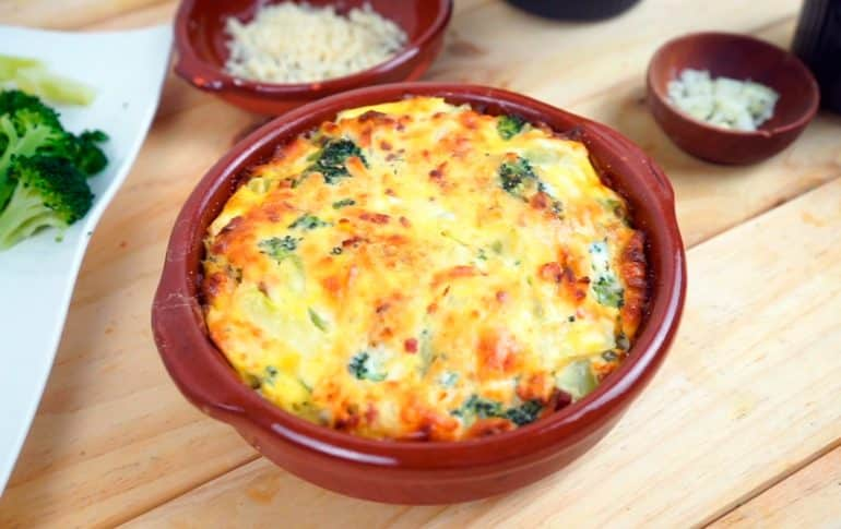 Pastel de brócoli con mozzarella al horno