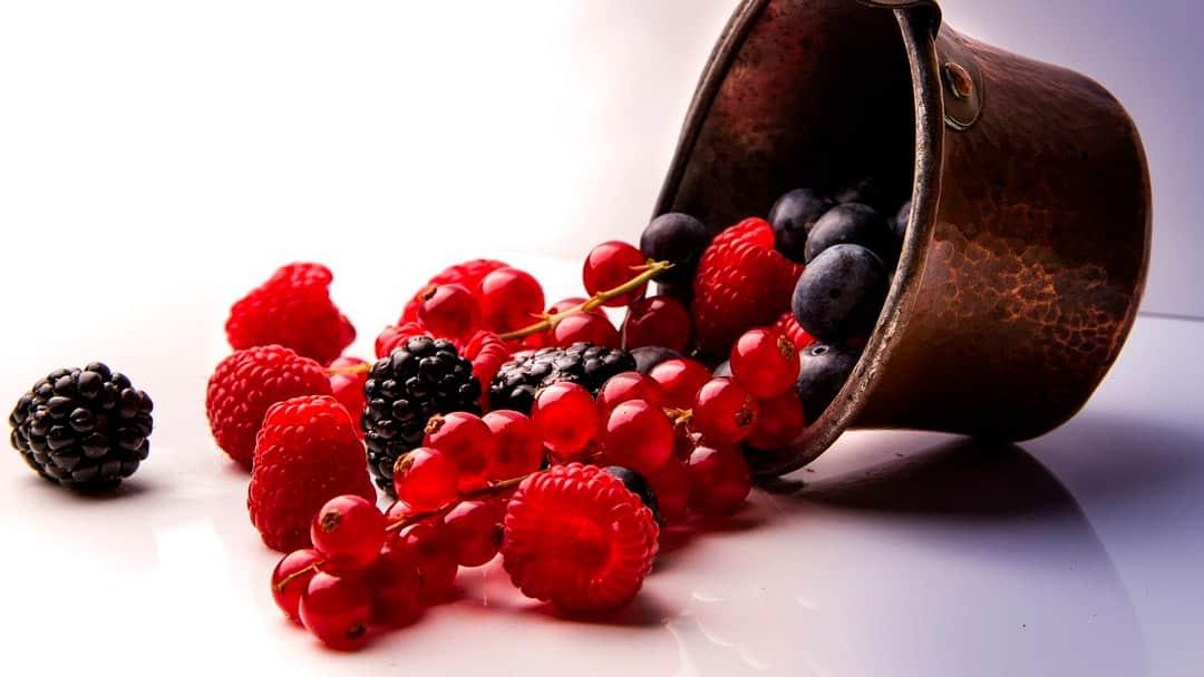 Frutos rojos en cazuela