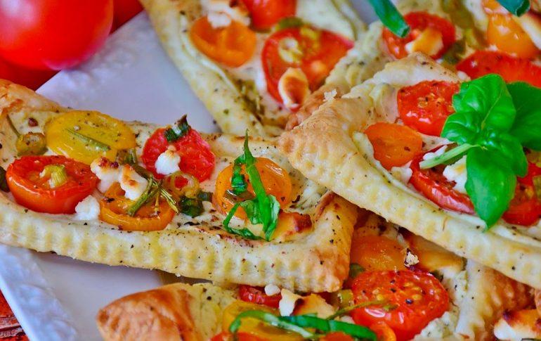 Tarta salada caprese al horno. Receta italiana