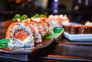 Uramakis de salmón y queso