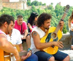 Guitarristas flamencos en el Mirador de San Nicolas