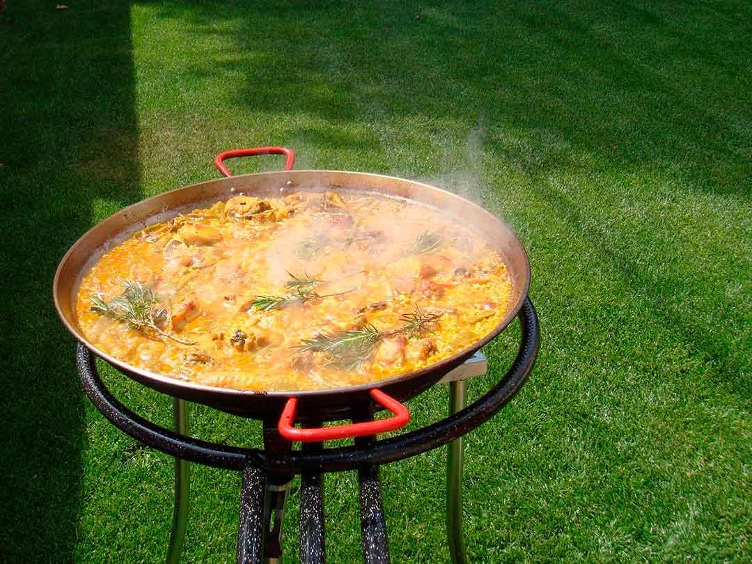 Paella valenciana, plato emblemático de la gastronomía de Valencia