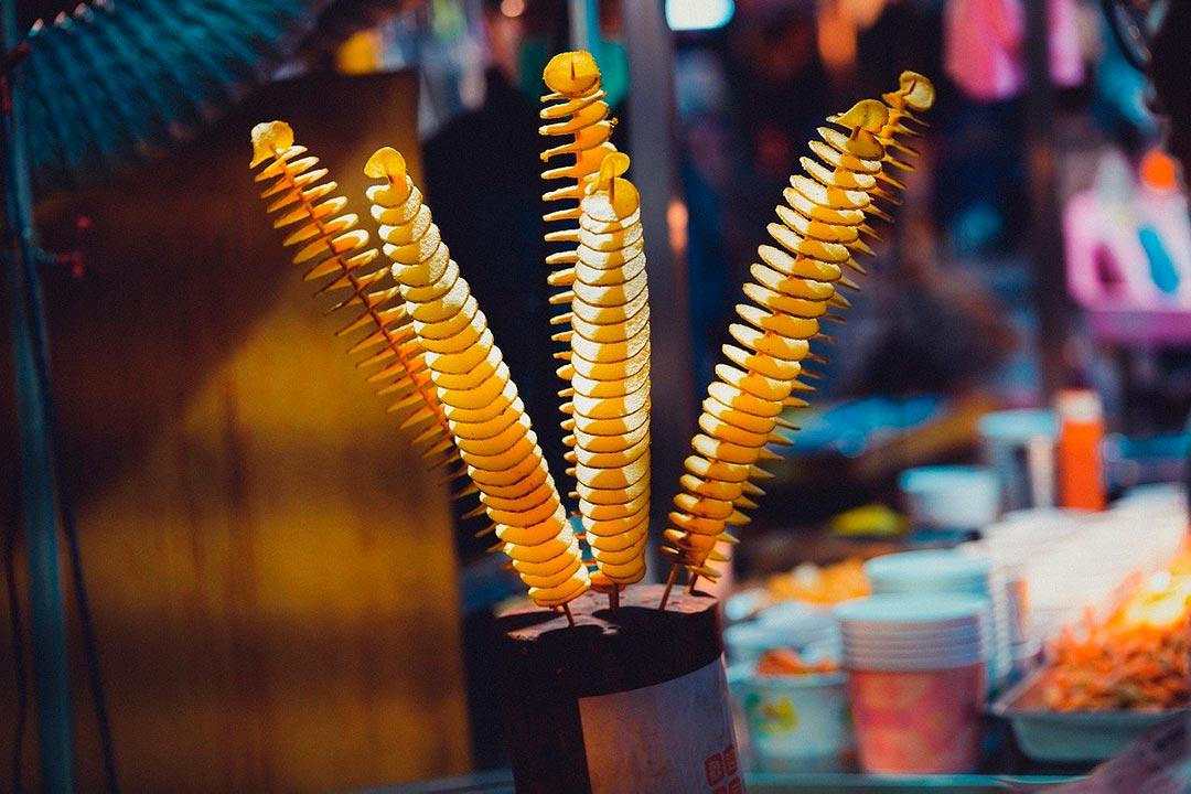 En espiral, uno de los tipos de cortes de patatas o papas