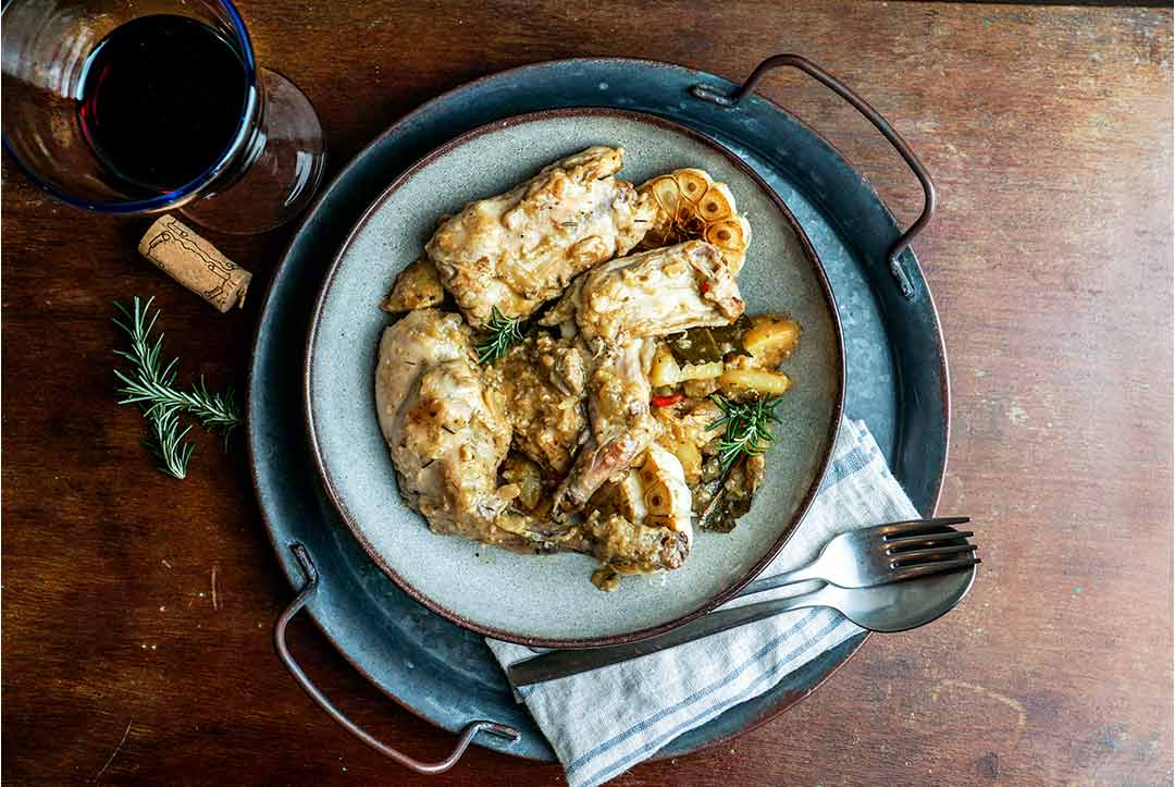 Conejo en salmorejo, típico de la gastronomía canaria