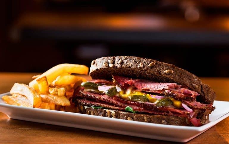 Sándwich de Pastrami. Receta tradicional