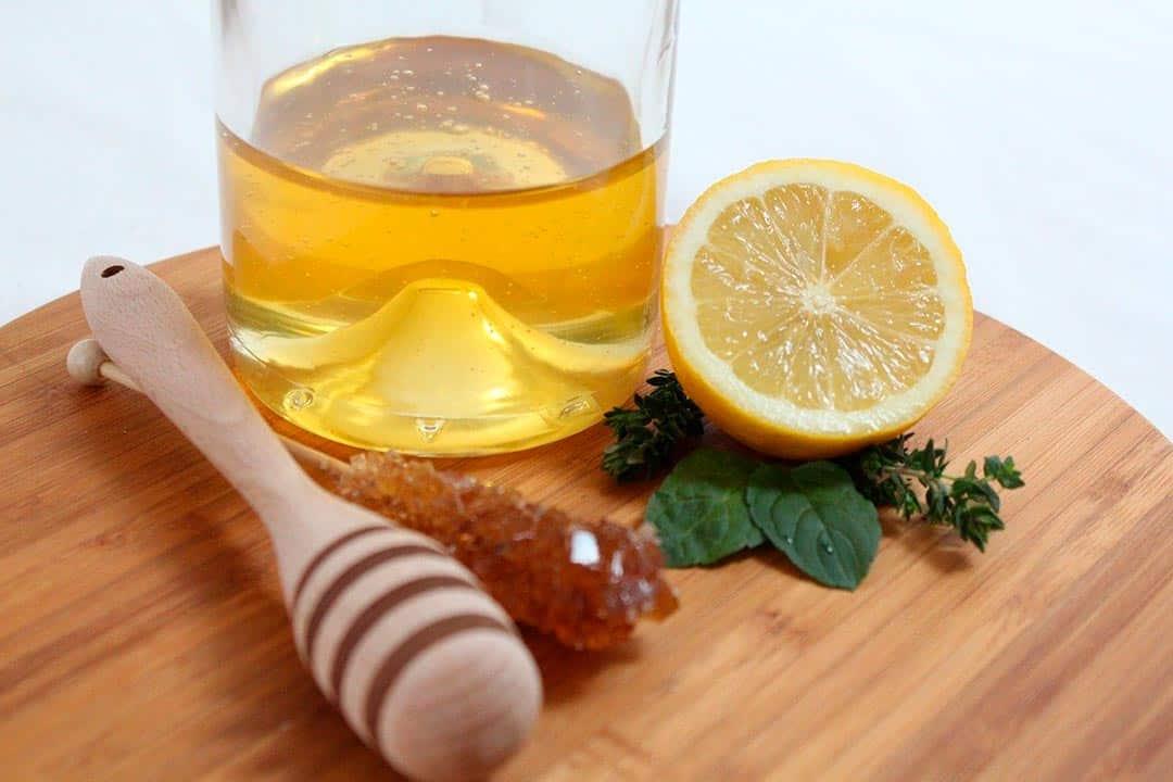 Zumo de limón y miel, remedios caseros con alimentos