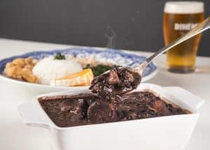 Feijoada, plato de cocina criolla de Brasil