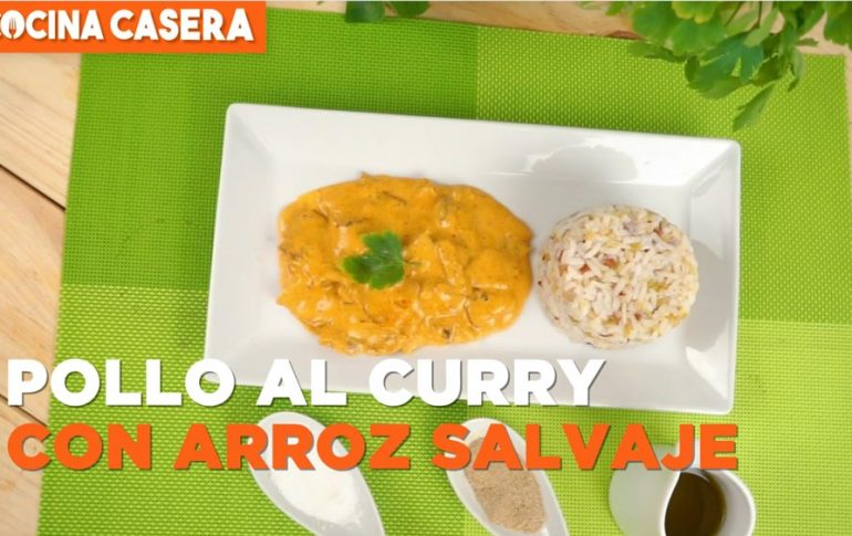 Pollo de kebab al curry con arroz salvaje