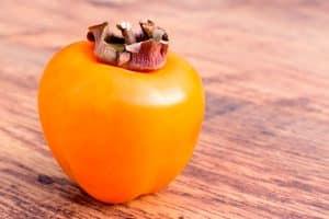 Caqui, una de las frutas de temporada para comer en noviembre