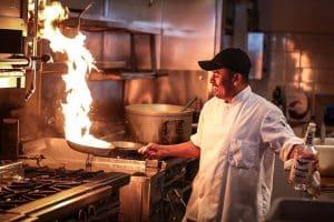 Flambear, técnica con alcohol en la cocina