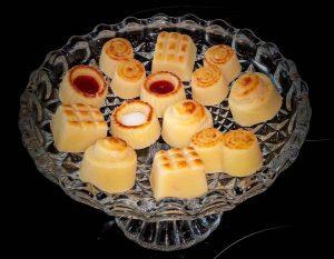 Bandeja de mazapanes, típicos de la gastronomía manchega