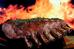 3 técnicas diferentes para cocinar carne: asar, guisar y estofar