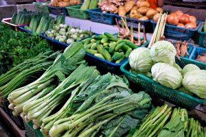 verduras y hortalizas de invierno en el mercado