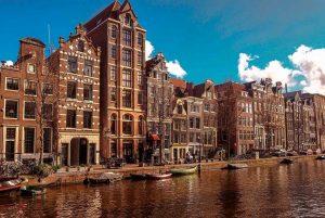 Casas frente al canal de Amsterdam