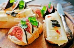 Higo con queso y pan