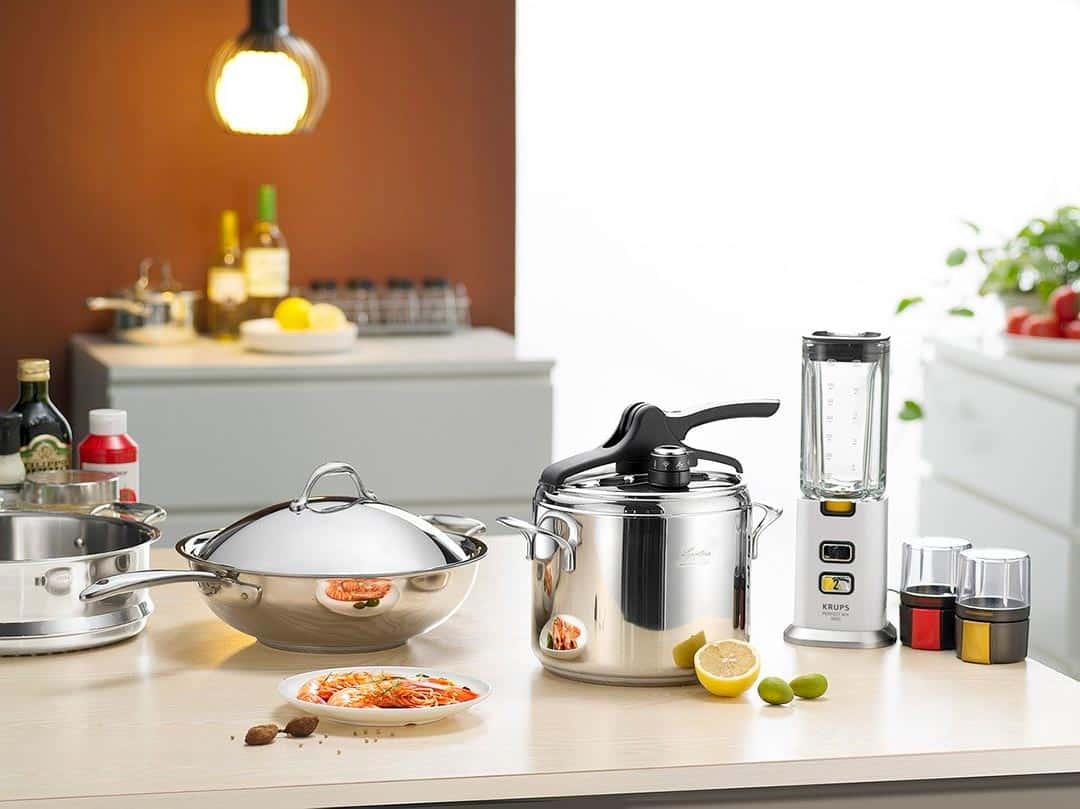 Olla express y otros utensilios de cocina