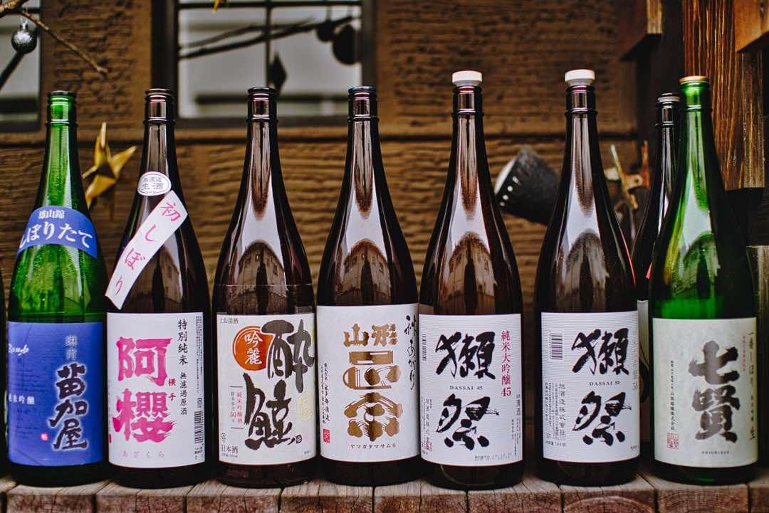Botellas de sake, bebida de Tokio y su gastronomía