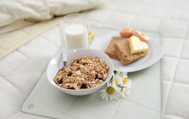 Desayunar saludable: diferencias entre granola, muesli o cereales