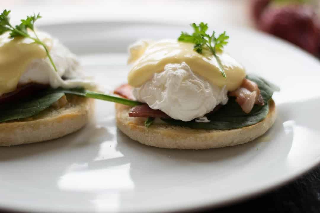 Huevos benedict, típicos de un viaje gastronómico a Nueva York